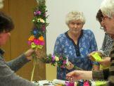 Zajęcia florystyczne w Klubie Seniora